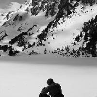 Assis devant le lac invisile...