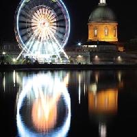 Grande roue en bord de Garonne